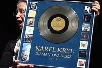 Z koncertu v pražské Lucerně k 70. výročí narození písničkáře Karla Kryla.