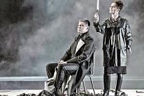 Macbeth ve Státní opeře v Praze: Anton Keremidtchiev (Macbeth), Jolana Fogašová (Lady Macbeth).