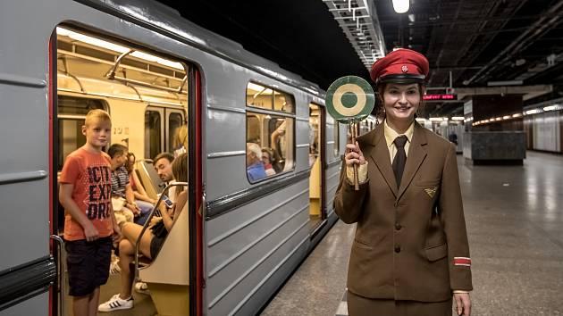 Pražský Dopravní podnik si připoměl 12. srpna 40. výročí zahájení provozu na lince metra A. Při této příležitosti vypravil do provozu původní historickou soupravu 81-71.