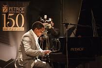 Pianista roku 2016: jeden ze soutěžících Elton Lodewyk.