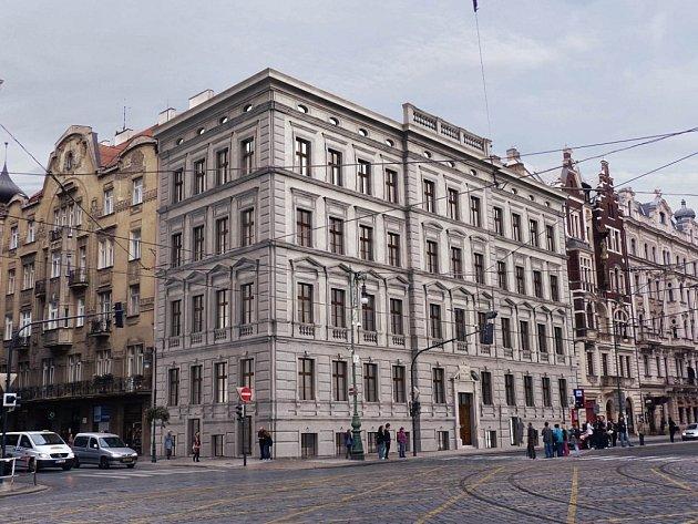 Opravený dům Na Kocandě v Praze podle vizualizace architektů. Další kanceláře se tam neplánují.