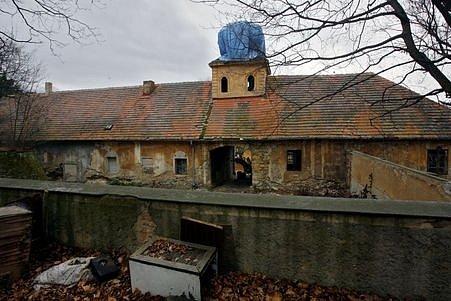 Squat Cibulka v pražských Košířích, kde došlo ke střetu mezi jeho obyvateli a strážníky.