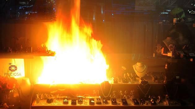 Požár ve výloze na Václavském náměstí.