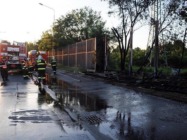 Požár protihlukové stěny.