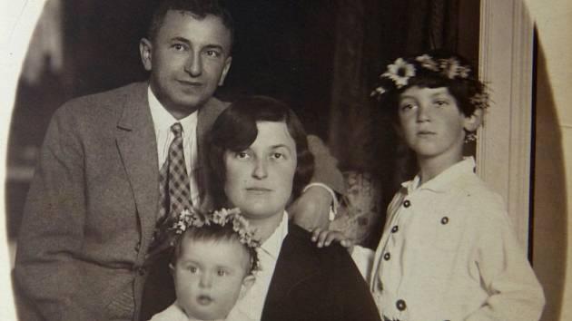 Rodinná fotografie Welsů – Rudolf, Ida, Tomáš (vpravo) a Martin.