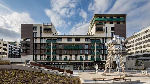 Dvanáct metrů vysoká kráčející plastika Trifota v Nových Butovicích je dílem výtvarníka Davida Černého.