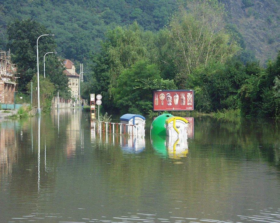Povodně z roku 2002 v Praze. Už 9. srpna byly zaplaveny ulice šesté městské části.