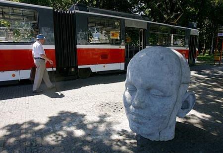 Další z hlav našla své místo na kraji Stromovky vedle holešovického výstaviště.