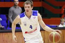 MLÁDÍ! O své místo v základní sestavě USK Praha se hlásí osmnáctiletý rozehrávač Lukáš Feštr.