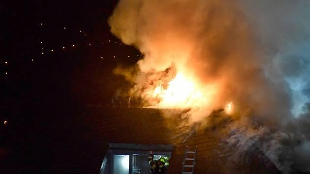 Vilu, která patřila Radovanu Krejčířovi, zachvátil požár.