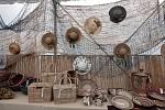 Troja láká na parádní výstavu: 500 klobouků a kabelek, hračky a také sto let staré kočárky.