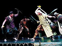 VELKORYSÝ PROJEKT. V rolích hrdinů připravovaného eposu Mahábhárata se představila třicítka herců. Jenže méně je někdy více.