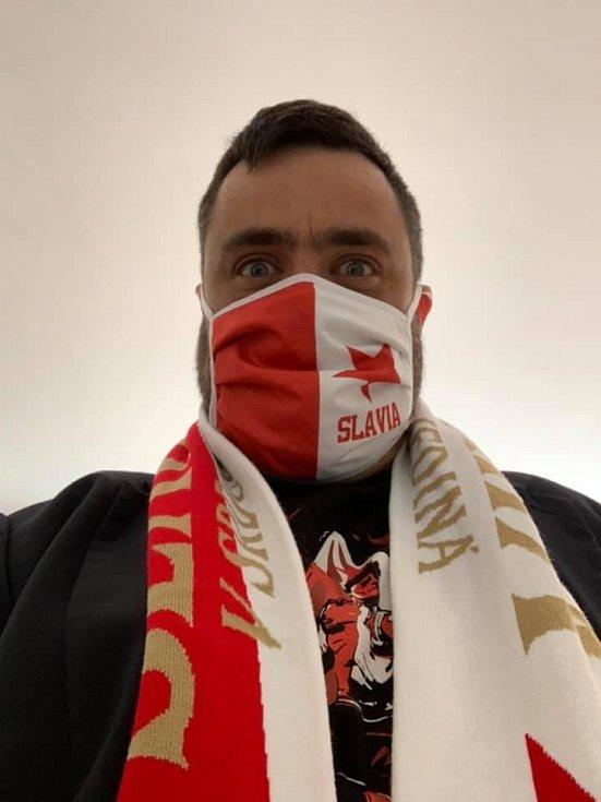 Řeporyjský starosta Pavel Novotný (ODS) jako fanoušek Slavia hájí účast Romana Prymuly a dalších prominentních hostů na utkání Evropské ligy proti Leicesteru.