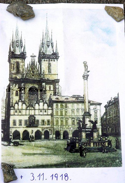 Dobový historický obraz Staroměstského náměstí a Mariánského sloupu.