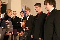 Praha 2 ocenila studenty za záchranu života