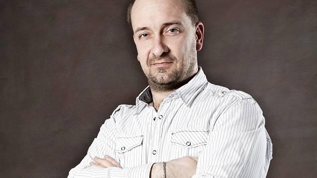 Petr Jiříkovský, dirigent, klavírista a též pedagog na Gymnáziu a hudební škole hl. m. Prahy.