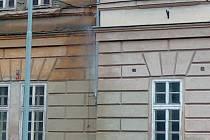 Fontána na zdi Karlínských kasáren.