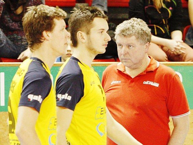S Bartůňkem a Vachouškem (zleva) už nemůže kouč ČZU Jan Malina počítat.