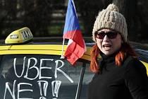 Protestující taxikáři v Praze po páté hodině ranní zablokovali magistrálu. Blokace trvala do 13.15 hodin.