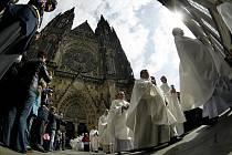 Dominik Duka byl v sobotu 10. dubna 2010 v chrámu sv. Víta v Praze slavnostně jmenován arcibiskupem pražským a primasem českým.