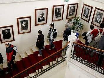 Několik set lidí využilo možnost prohlédnout si během Dne otevřených dveří 8. května, prostory sídla Senátu ve Valdštejnském paláci na Malé straně v Praze.