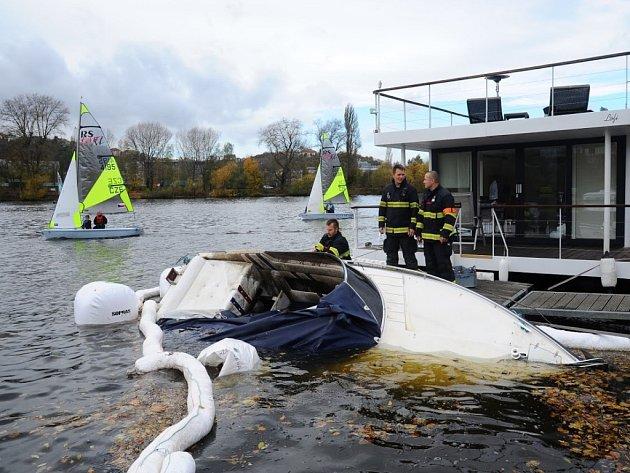 Potopený člun.
