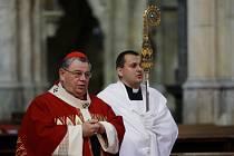 Pražský arcibiskup Dominik Duka požehnal 30. dubna třem novým zvonům v chrámu sv. Víta.