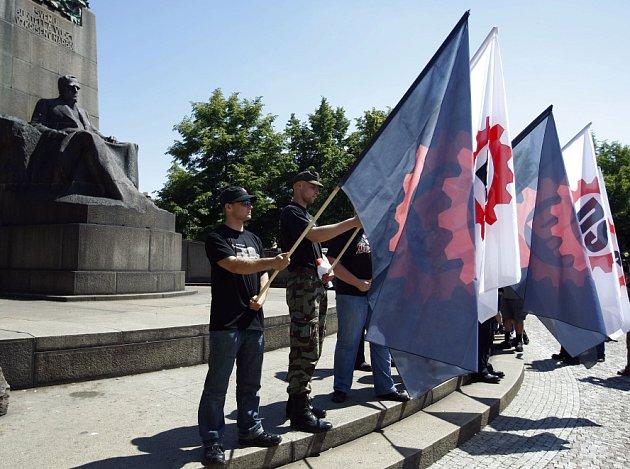 Příznivci a členové Dělnické strany se 24. května 2009 sešli na Palackého náměstí, aby vyjádřili svůj nesouhlas s odmítnutím vysílání volebního spotu jejich strany ve veřejnoprávních médiích.