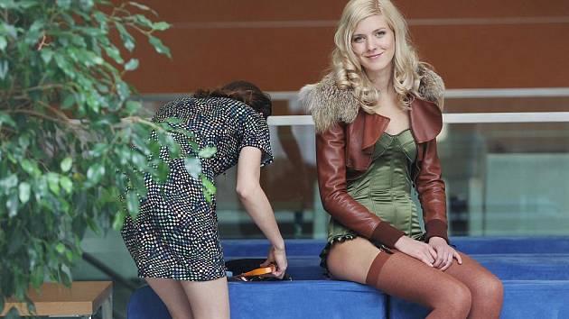Módní přehlídka extravagantních šatů, které předvedly finalistky soutěže Česká Miss 2011 v pražském hotelu Clarion.