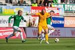 Zápas 4. kola první fotbalové ligy mezi týmy FK Jablonec a FK Dukla Praha se odehrál 20. srpna na stadionu Střelnice v Jablonci nad Nisou. Na snímku zleva Tomáš Hübschman, Jan Holenda a Michal Trávník.