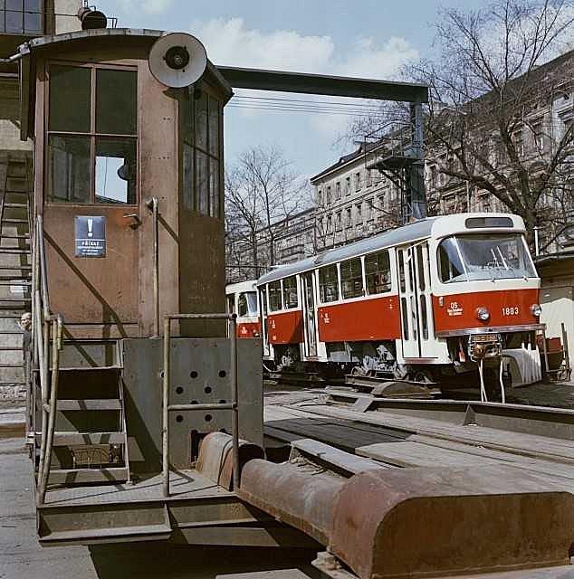 POSLEDNÍ MODEL. Tramvaj T4 národního podnik ČKD Praha - závod Tatra Smíchov. Rok 1970.