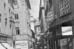 """Ráj prostitutek. """"Červenou"""" ulicí byla i Melantrichova, kde se scházeli jak bohatí, tak i chudší zákazníci."""
