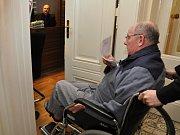 Městský soud v Praze projednával rozsáhlou kauzu vražd, daňových úniků, podvodů a zpronevěry, jíž vévodí nález těl dvou zavražděných lidí ve stodole v Záhornici na Nymbursku z října roku 2013. Na snímku jeden z pěti obžalovaných Josef Šimek.