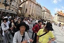 Zahraničních turistů v Praze ubylo. Podle hoteliérů a provozovatelů laciných ubytoven za to může současné světové dění.