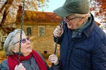 Čeští senioři častěji cestují do zahraničí. Ilustrační foto.