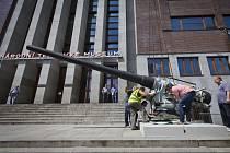 Před budovou Národního technického muzea v Praze bylo 26. května nainstalováno pobřežní dělo  – 15 cm pobřežní kanón d/50 z roku 1899, a to v souvislosti s přípravou výstavy Naše moře…Rakousko-uherské válečné námořnictvo