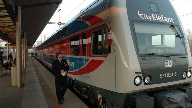 Úplnou novinkou je zavedení CityElefantů na linku S7 Praha – Beroun v pracovní dny na spoje Praha – Řevnice. Dosud zde jezdily moderní soupravy jen o víkendech.