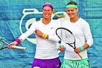 PO PROHŘE s Ruskou Alexandrovovou si česká tenistka Lucie Šafářová spravila chuť ve čtyřhre, ve které měla s parťačkou Andreou Hlaváčkovou důvod k úsměvům. Hladce totiž vyhrály.