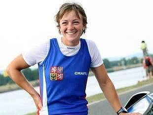 SAMÁ VODA. Michala Mrůzková pendluje mezi dvěma vodáckými sporty, dokonce i s manželem se schází u vody.