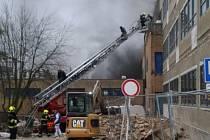 Na pražském Barrandově hořely ve středu 22. ledna 2020 filmové kulisy.