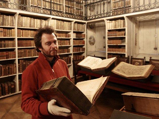 Exkurze do Majorátní knihovny hrabat z Nostic a Rienecka za doprovodu kurátora Knihovny Národního muzea Richarda Šípka. Jedna z posledních dvou palácových knihoven v Praze byla založena v 70. letech 17. století.