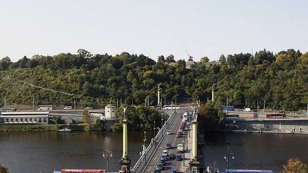 77bd0375800 Pohled na Čechův most a Letnou ...