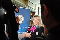 Policejní prezidium v úterý představilo kriminalitu páchanou na seniorech a společně se společností O2 odstartovalo kampaň Nebojte se říkat ne. Na snímku policistka Zuzana Pidrmanová.