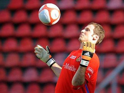 JASNÁ JEDNIČKA. Pozici v národním týmu má Petr Čech už dlouho neotřesitelnou. Tým podržel i v minulém kvalifikačním zápase v Severním Irsku.