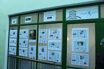 Letošní třetí ročník MEMOfestivalu doplňovala také  zeď s příběhy pamětníků. Porozumění mezi sebou našly všechny generace.