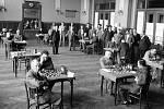 Národní dům. Dnes se v Národním domě na Smíchově pořádají plesy, výstavy a různé večírky. Ve 30. letech minulého století se v něm konaly i šachové turnaje. Na snímku je mistrovství republiky v roce 1938 těsně před okupací.