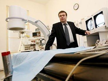 DRUHÁ V REPUBLICE. V úterý 26.2. byla slavnostně otevřena laboratoř zaměřená na léčbu srdeční arytmie. Na snímku prof. Linhart z České kardiologické společnosti.