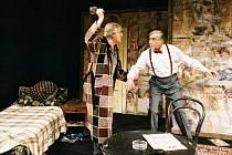 Herci Karel Heřmánek(vlevo) a Zdeněk Žák v komedii Sunny boys v Divadle Bez zábradlí v Praze.