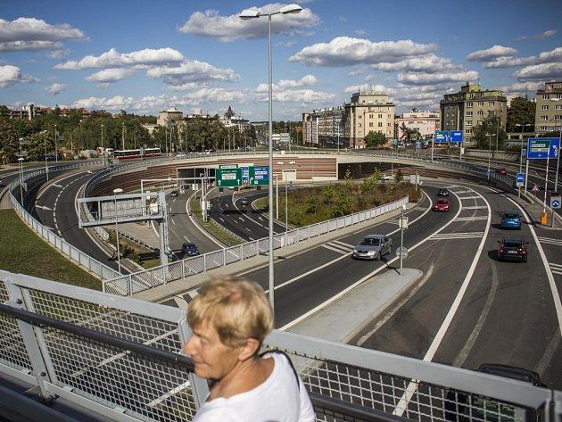 Vjezd a výjezd z tunelu Blanka na pražské Malovance.