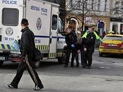 Opilého bezdomovce se čtyřmi promile našli lidé ve čtvrtek 4. února 2015 ležet na zemi u pošty v Jindřišské ulici v Praze. Záchranáři zjistili, že kromě opilosti mu nic není, a předali ho hlídce strážníků specializující na odvoz opilců na záchytku.